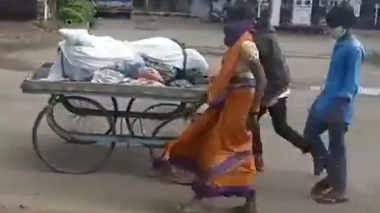 Shunned by kin over Covid fear, Karnataka woman carries husband's body on cart for final rites