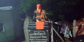 Probe launched after miscreants pour saffron paint on Periyar bust, garland it with slippers in Tiruchy