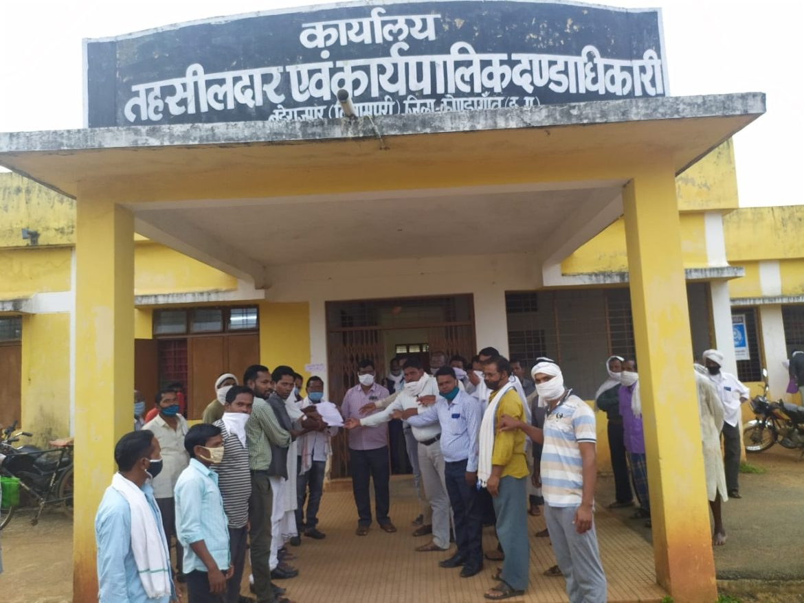 Allegations of theft, intimidation in the tribal society, police took 1 lakh rupees by threatening