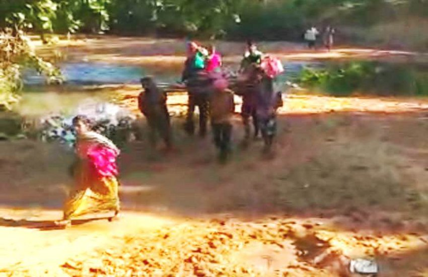 Pregnant Woman Crosses River With The Help Of Cot