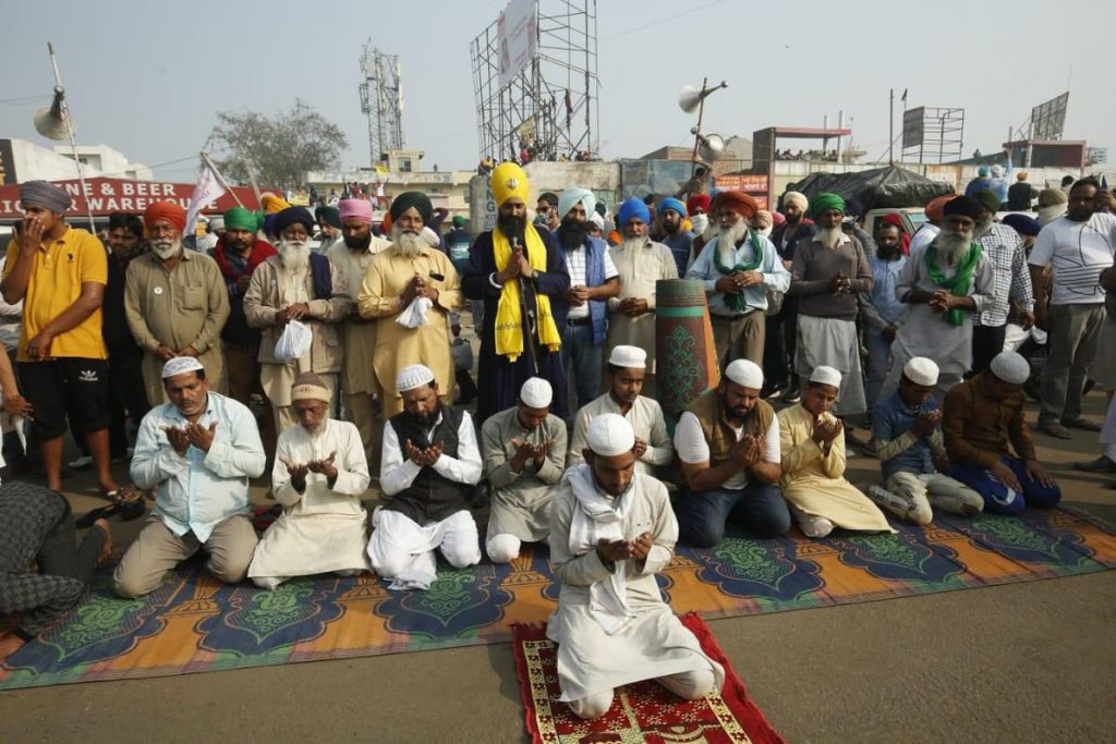 Symbolic Gesture of Muslims to Protesting Farmers at Singhu Border Making Big Difference