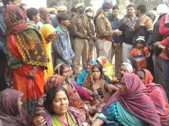 Ghazipur: teenager stabbed to death for defecation, angry villagers blocked road, protest