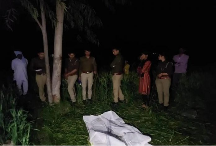 Aligarh: dead body of Dalit teenager found in farm, outrage among villagers