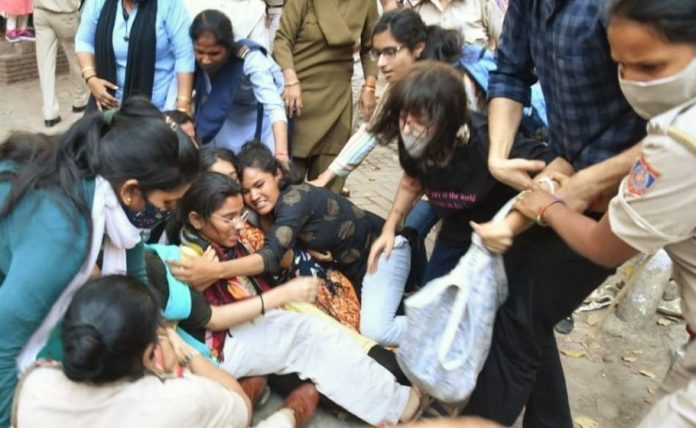 ABVP 'attacks' Women's Day programme by Dalit activists at DU