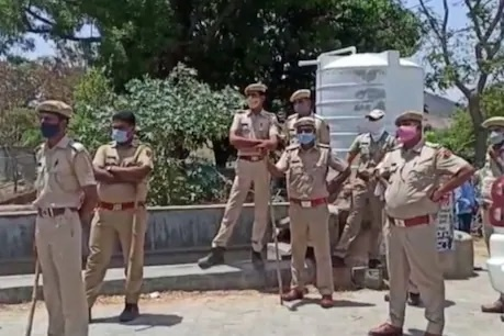 Rajasthan: Constable Dalit groom sitting on a mare amidst heavy police force in Udaipur fearing overbearing