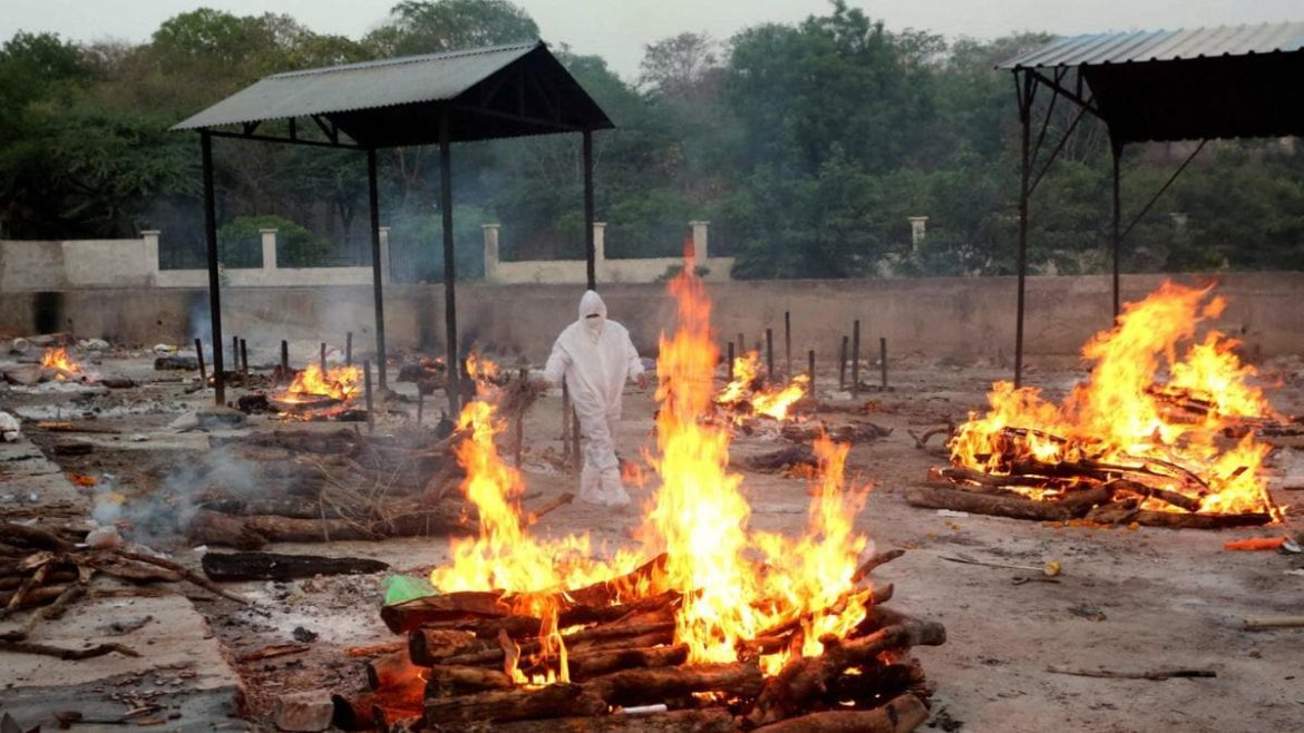 Two Muslim men cremate over 60 Hindu Covid victims in Bhopal