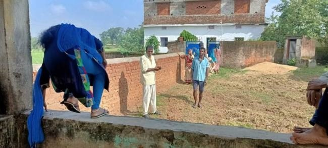 A boundary wall was built outside the house, the Dalit family is imprisoned for a month