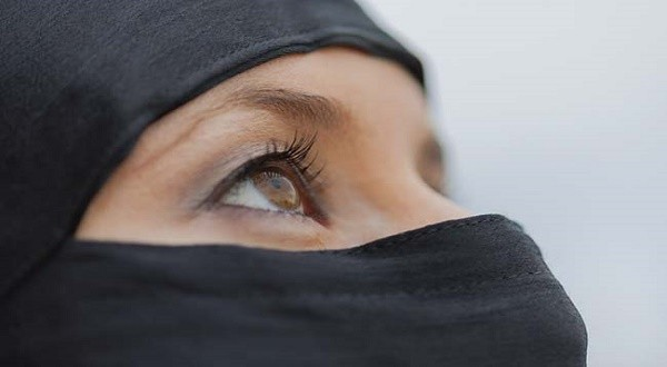 Woman Forced To Take Off Hijab in Bhopal